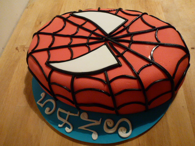 Le sourire de garance g teau spiderman - Deco anniversaire spiderman ...