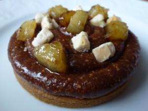 Tarte Gjanduja, bananes rôties et éclats de nougat  dans Tartes p1010062-300x225
